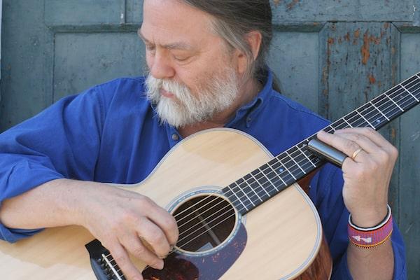 Scott Ainslie close up guitar high res